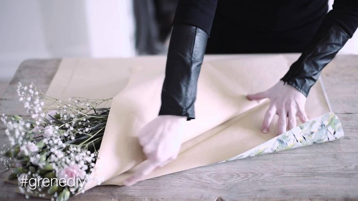 DIY – Wrapping a bouquet of flowers by Sostrene Grene.