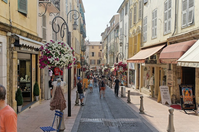 Antibes, France, shopping
