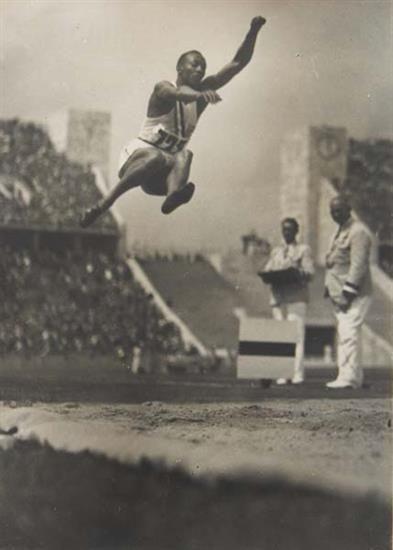 "Old Pics Archive on Twitter: ""Jesse Owens, 1936, Random Historical Photos, Part 2 (31 pics) https://t.co/uJ9aRYgL99 https://t.co/Ew06kaF9y7"""