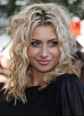 alyson michalka's sexy curly hairstyle