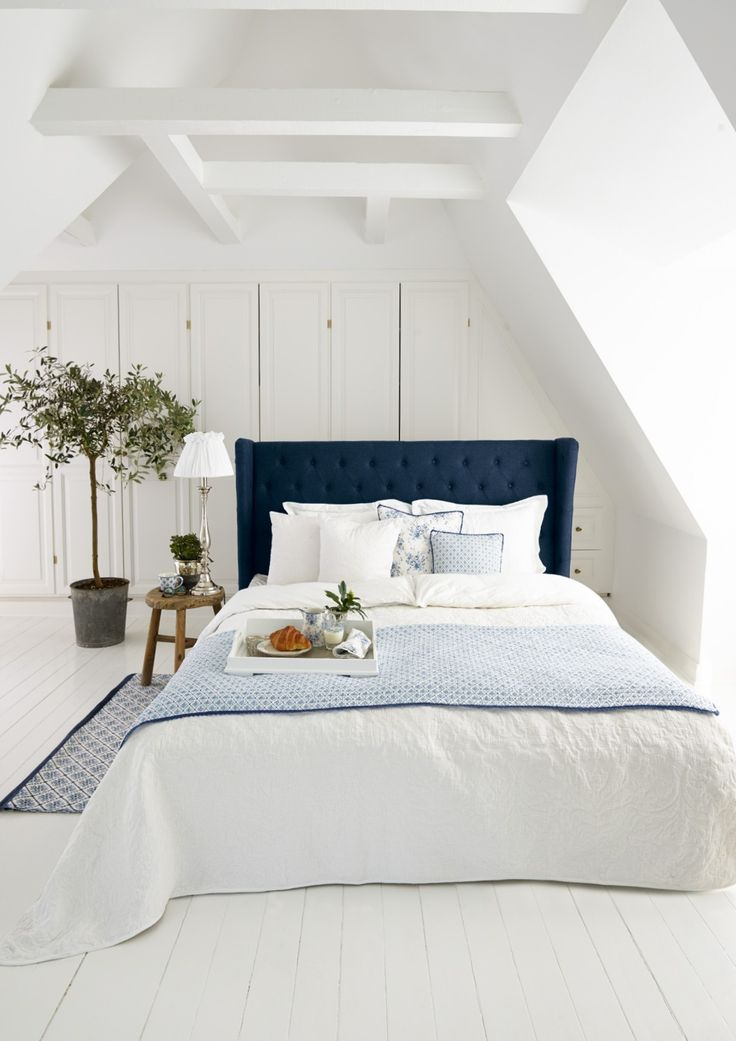 Greengate, country style in blue and white.