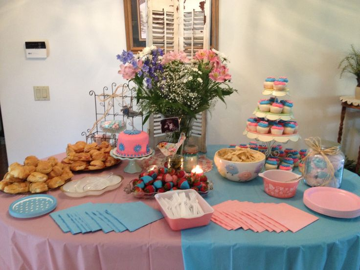 My gender reveal food table
