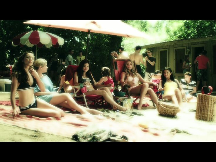 1x8 (flashback the girls at the beach talking about noel and his new gf and aria's crush on him