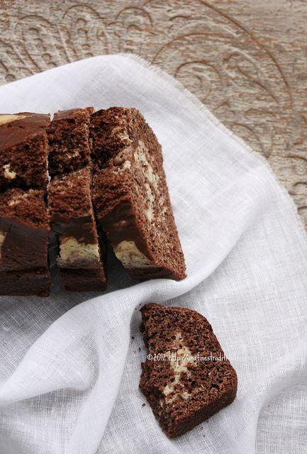Cake variegato al cacao e vaniglia light, senza burro, senza uova e senza latte