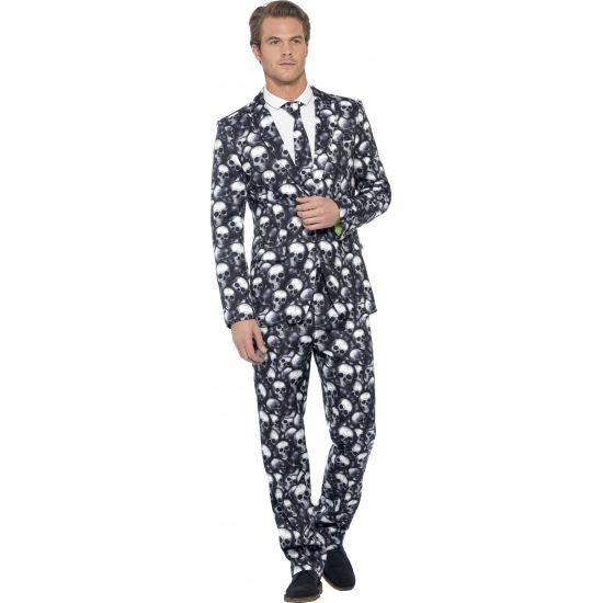 Dit 3-delig heren kostuum met colbert, broek en stropdas heeft een all-over print van schedels.