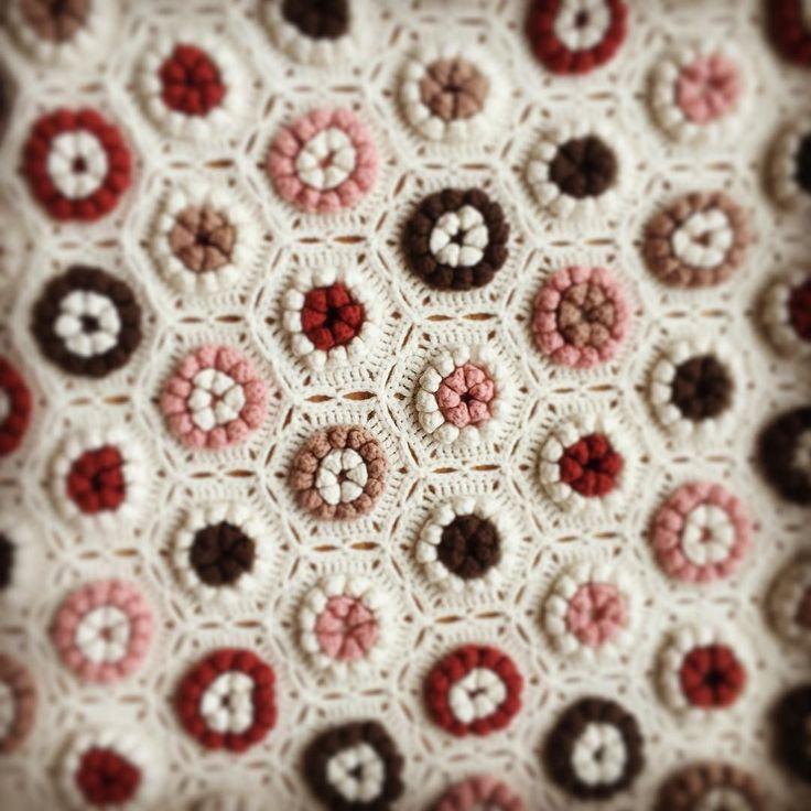 사랑한다 #라비다 . #라비다블랭킷 #클래식니트 #램스울 #crochetblanket by rubin_the_one