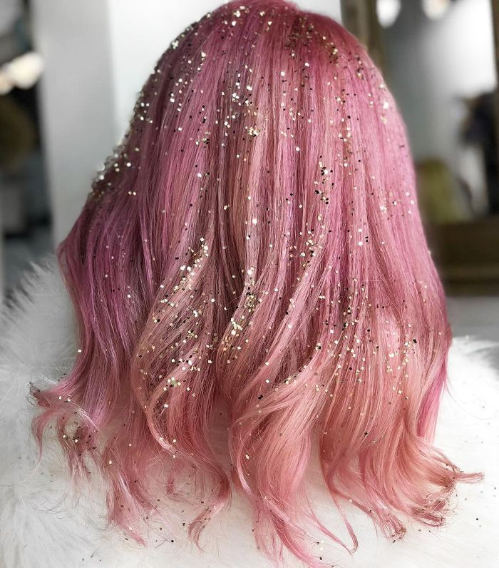 9 Hair Glitter Ideas That are Perfect For NYE