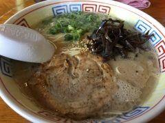 警固一丁目にあるラーメン屋さんおいげんに行ってきました チャーシューが全くおもくなくとっても柔らかくてとろけました スープは少しぬるい感じが残念でしたがこってり豚骨の中でも胃もたれしない豚骨ラーメンで美味しかったですよ  #福岡市 #ラーメン #豚骨ラーメンtags[福岡県]