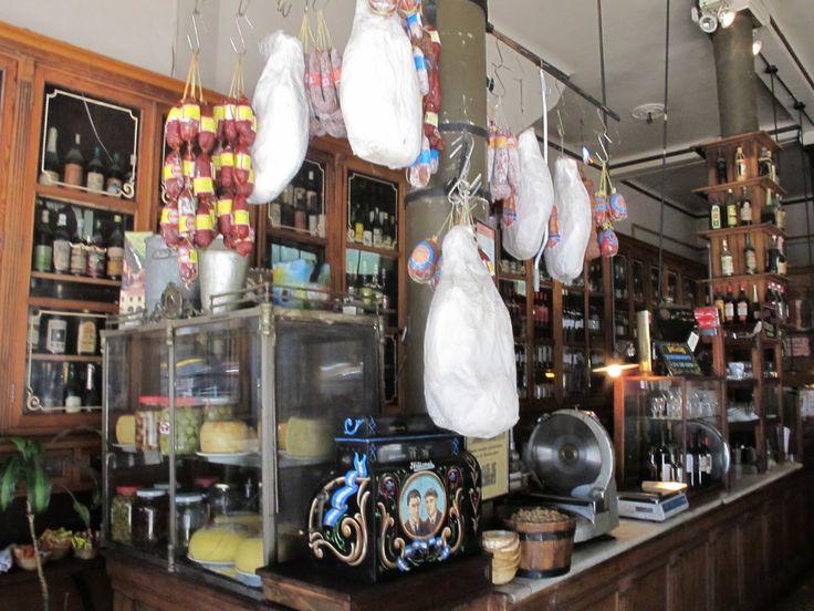 Interior del 'Bar de Cao', en el barrio de Balvanera, Buenos Aires, Argentina