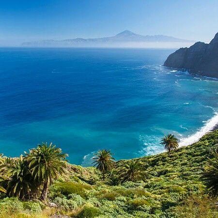 Tenerife  ramane insula Primaverii Eterne. Vezi cum arata temperaturile intr-un an. N-ai nevoie de foarte  multe ca sa fii fericit!  http://emmazeicescu.ro/about-me/video-de-ce-m-as-muta-in-tenerife/ #plajamea #calator #emmazeicescuro
