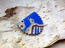 Normalerweise fertige ich meinen Schmuck aus Naturmaterial, aber ich habe etwas entdeckt, dass mich fasziniert: #Mokume Gane. Das ist eine spezielle Prägetechnik, die man ursprünglich in der Schmiedekunst verwendete, die ich aber auf #Fimo (#Modelliermasse) anwende. Daraus entstehen einzigartige #Muster und #Farbverläufe. #Schmuck #Kette #Ohrringe #elegant #nature #jewellery #evening #Ausgehen #Perle #polymer #clay #blau