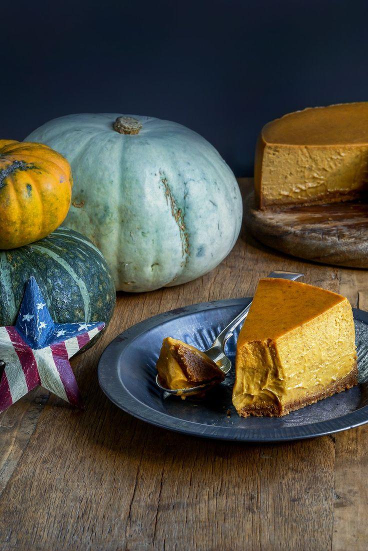 thanksgiving / halloween all-American (kind of) pumpkin cheesecake