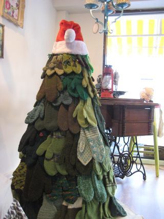 Www Extreme Festive Knitting Mitten Tree What Would You
