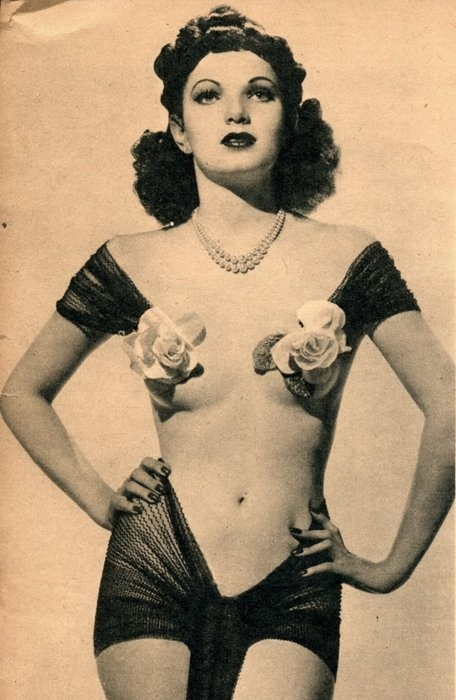 1940. This was a good year.Old Schools, Vintage Photos, Vintage Burlesque, Vintage Pin, Vintage Wardrobe, Burlesque Costumes, Flower Power, Pinup, Pin Up