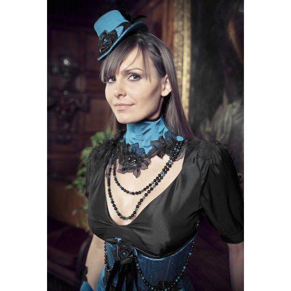"""Manuela Biocca à l'origine de la tendance """"Luxe gothique chic"""" nous présente le Corset de Cou Victorien Nuit Indienne fait à la main en France et disponible dans la Collection Prestige sur www.blue-raven.com ! #Vetement #Gothique #Romantique #Chic"""