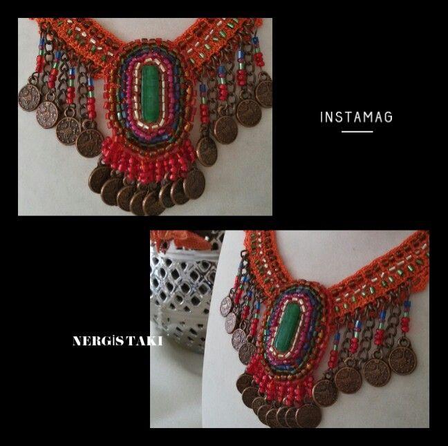 El yapımı kolye #elişi #handmade #tığişi #crochet #boncukişi #beading #kolye #necklace #özeltasarımtakı #specialdesing #takıtasarım #jewellerydesign #otantiktakı #turuncu #orange #yesil #green #emek #göznuru #benyaptımoldu #kokoş #nergistakı