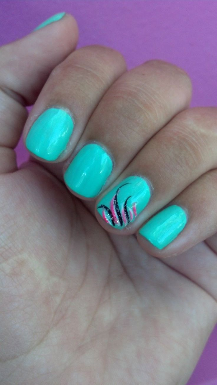 Mint nails with design