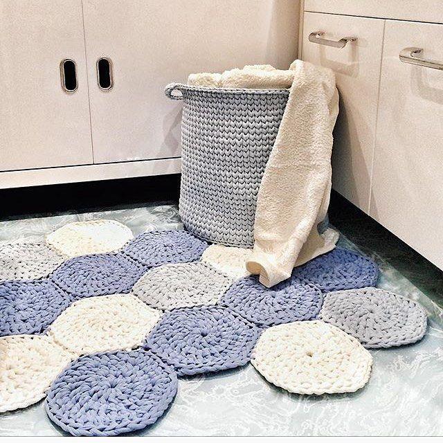 Sobre cantinhos fofos {inspiração} 🌀. #handmade #feitoamao #detalhes #instadesign #artesanal #feitoamao #boanoite #instadecor #tapetes #cestos #fiodemalha #ganchillo #yarn #knitting #crochet #boatarde #inspiration From @ekaterina__eliseeva