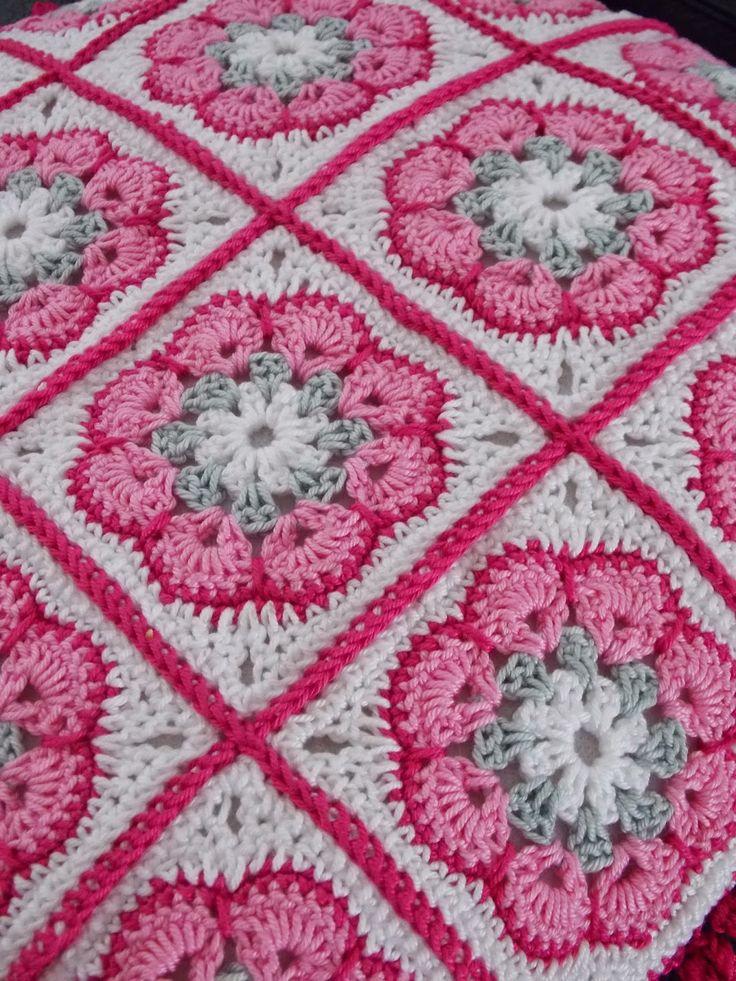 Kussen (met link naar gratis patroon) / cushion (with link to free pattern)