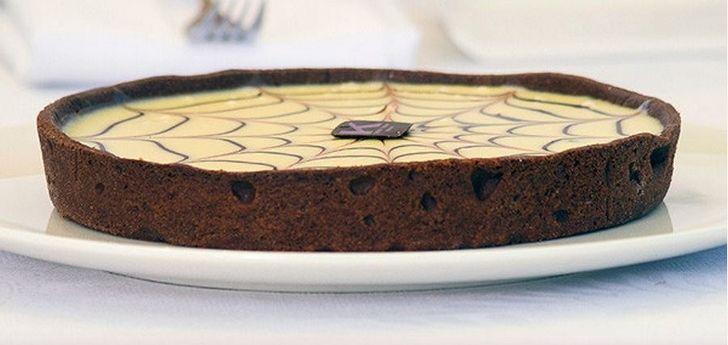 ricette dolci ernst knam Per la ganache al cioccolato fondente gli ingredienti sono 150 ml panna fresca, 300 g cioccolato fondente 60%.  Per la crema al cioccolato e caffè occorrono 250 g crema pasticcera, 250 g ganache al cioccolato fondente, 30 g caffè solubile. Fate bollire la panna, poi unire il cioccolato tritato.