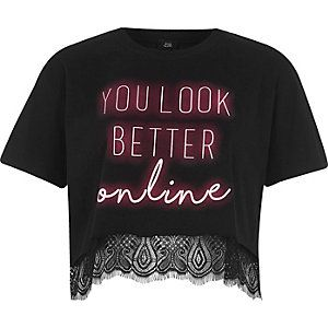 Zwart cropped T-shirt met neonletterprint en kanten zoom