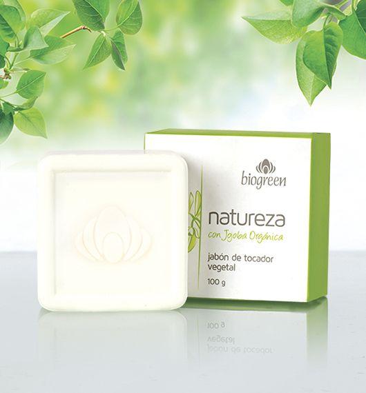 Enriquecido con aceite de jojoba orgánica, este jabón vegetal indicado para el baño diario, deja tu piel con una maravillosa sensación de suavidad mientras su cremosidad y deliciosa fragancia envuelve tus sentidos.  Presentación: 100 g.