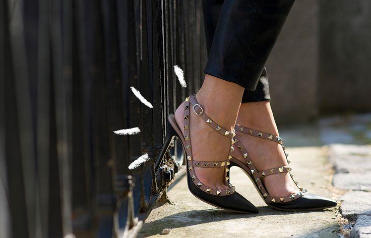 Aunque tus zapatos cuesten un par de miles de pesos, pueden verse baratos; pero si tienes buen ojo para los detalles puedes encontrar un par a un precio súper accesible que parezcan haber salido de una boutique de diseñador.