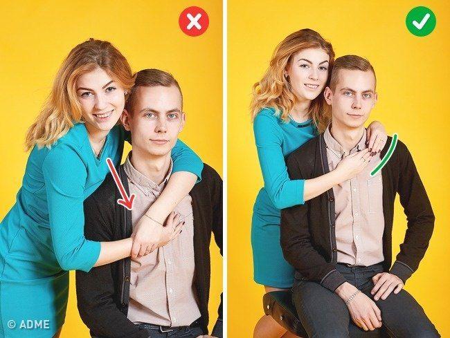 Позируем сидя. Фото6.   В желании обнять партнера не наваливайтесь на него всем телом и не наклоняйтесь сильно вперед. Также неверно класть руки на плечи полностью. Встаньте немного сзади и слегка наклонитесь к партнеру. Положите руки мягко на плечи, пытаться соединить их не нужно.