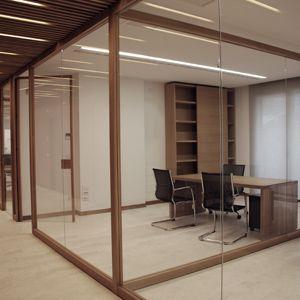 NODOO - parete ed arredi in legno massello per spazi di lavoro, capaci di coniugare caratteristiche di modularità e velocità d'installazione con un'estetica elegante ed essenziale.