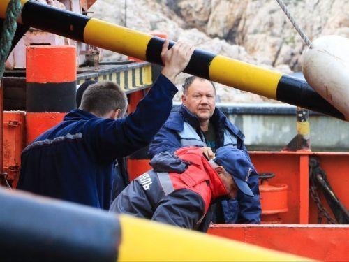 К поиску пропавших моряков с плавкрана подключился Черноморский флот http://www.newc.info/news/22132/  Пресс-служба Минобороны РФ сообщила о подключении дополнительных служб к поиску пропавших членов экипажа затонувшего плавкрана.