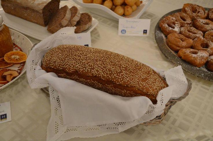 Το μυρωδάτο ψωμί του Γέροντα Κύριλλου  #Traditional #Bread #Patmos