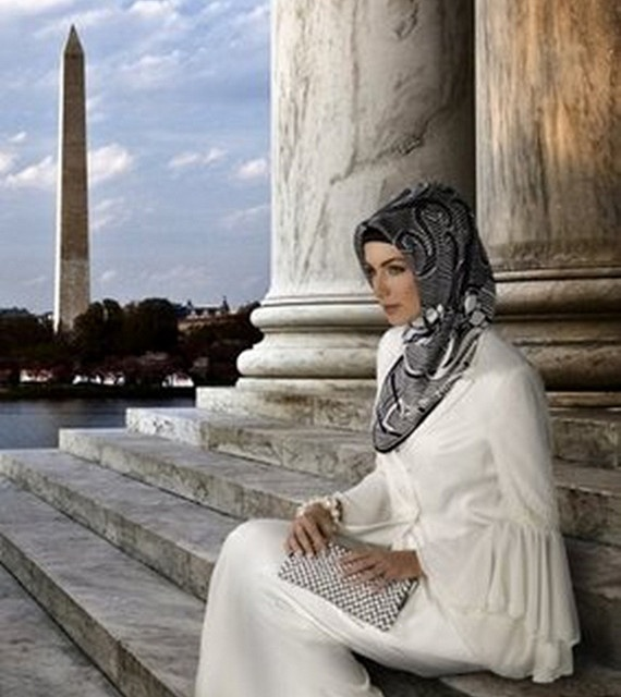 Turkish Hijab (01) by Firuza48, via Flickr. That totally looks like DC