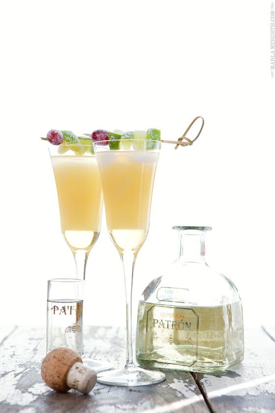 A gorgeous Holiday White Grapefruit cocktail! | Will be the HIT at any Party | MarlaMeridith.com #cocktailrecipe