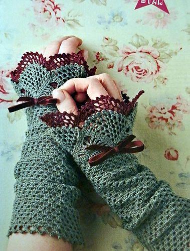 Ravelry: Sweetheart Wrist Warmers pattern by Monica Siwak, in thread. Magazine.