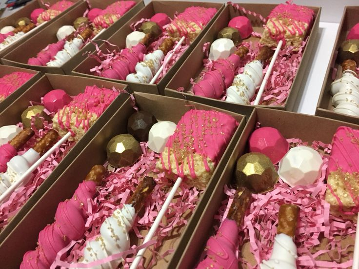 Wedding favor boxes. Filled with a rice Krispy treats, chocolate covered Oreos and two caramel white chocolate pretzels.   Www.facebook.com/teemariescakepops