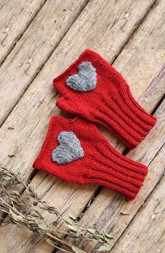 Heart Fingerless gloves . Knitting .  fashion . Girls by gloveshop