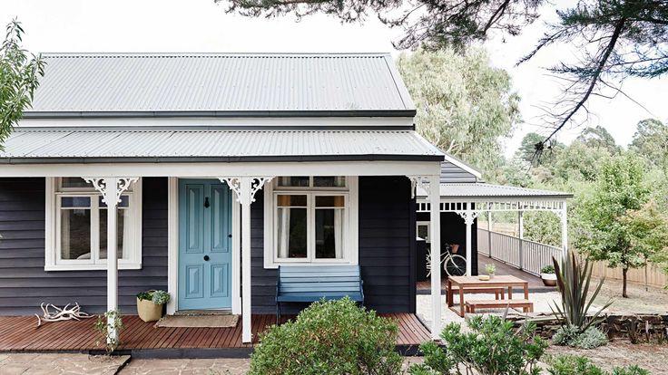 Daylesford Cottage, Victoria; exterior colour scheme