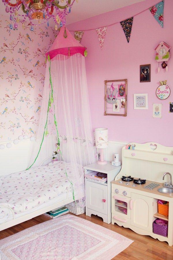 ideas decorar habitacion niña Habitación en rosa para una niña con muebles de Ikea