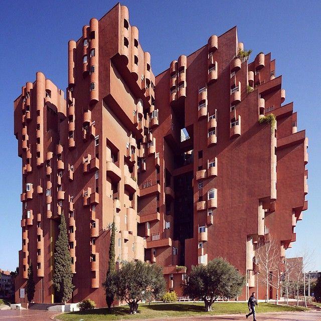 ⠀ Walden-7   Ricardo Bofill 'Taller d'Arquitectura'   1975   Sant Just Desvern. Barcelona. ⠀ ⠀⠀⠀⠀⠀⠀⠀⠀@BarcelonaFacades ⠀
