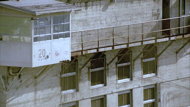 guard-tower-overlooking-prison-yard-at-folsom-state-prison-folsom-video-id1406-38 640×360 pixels