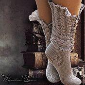 Купить или заказать Старая, старая сказка. Носки вязаные, шерстяные. Подарок ручной работы в интернет-магазине на Ярмарке Мастеров. Носки-башмачки из сказки Андерсена. Осенний день на даче... так хочется окунуться в беззаботность детства... Носки теплые, связанные вручную из двойной шерстяной нити согреют вам душу. А заодно и ноги будут в тепле.