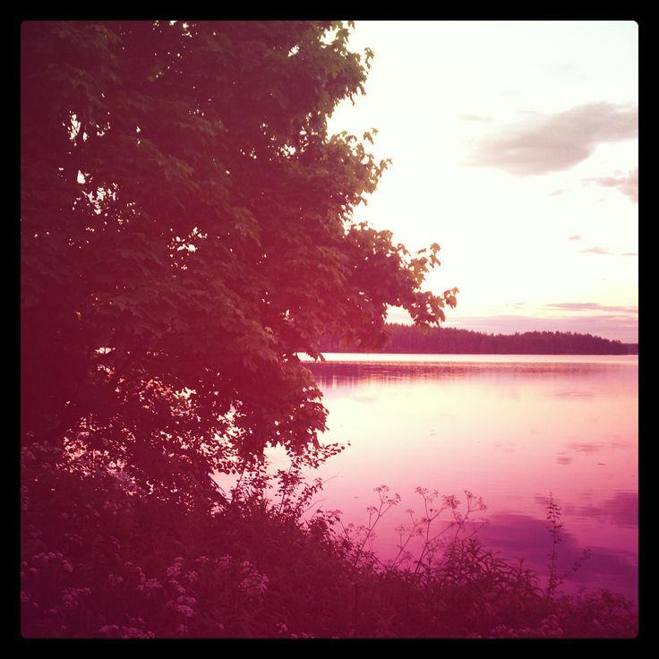 Purple night. Summer night. Kesäyö. Mökillä.