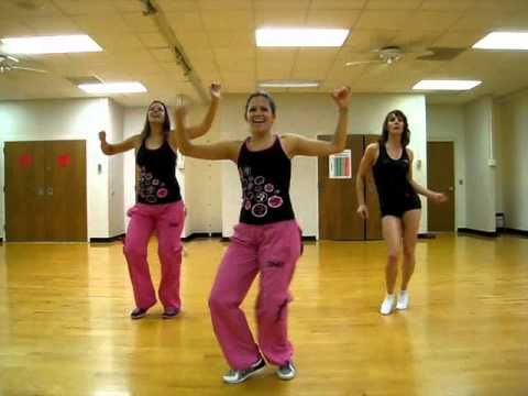 """""""Whine Up"""" Zumba routine - Girl in front has got some incredible hip shakin' going on. :^o"""