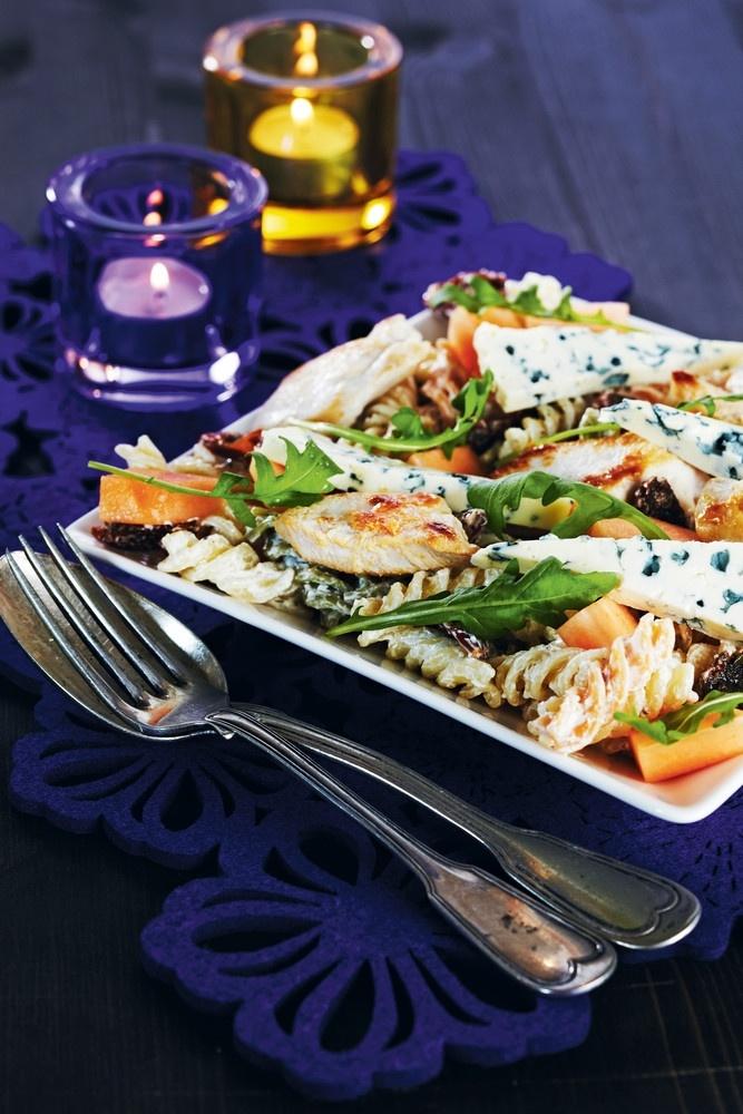 Ruokaisa broilerisalaatti   Broileri- ja muut linturuoat   Pirkka #food #salads #recipes #reseptit