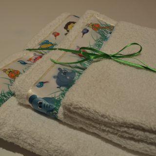 Juego de toallas 3 piezas: guante,  toalla mano y toalla grande.  100% Algodón.  Todo hecho a mano. Diferentes colores y diseños.  Pregunta por su precio! Veronicasalgadovaras@gmail.com o en nuestro Facebook!