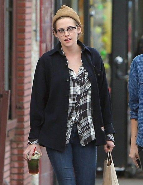 Kristen Stewart Photos - Kristen Stewart Spends Christmas Eve With Alicia Cargile - Zimbio