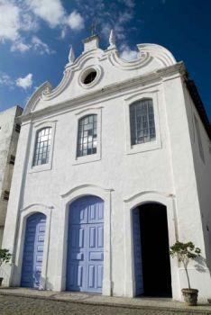 Fachada Igreja São Gonçalo. No local onde hoje se encontra a Igreja de São Gonçalo, já havia, em 1707, uma capela que foi construída pela Irmandade de Nossa Senhora do Amparo e da Boa Morte, uma irmandade de homens pardos. Passados oito anos, as irmandades solicitaram permissão para construírem, no local da capela, uma igreja dedicada a São Gonçalo Garcia. Em 2 de novembro 1766, com a presença do Visitador Diocesano, padre Antônio Pereira Carneiro, e do vigário da vila de Vitória, Antônio…