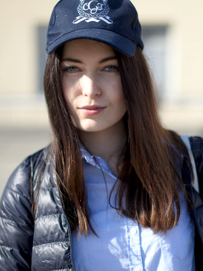 Fashion Tipsy: Sporty cap & a light blue shirt. Neat but relaxed! http://fashiontipsy.blogspot.fi/2014/03/favourite-match-denim-on-denim-outfit.html