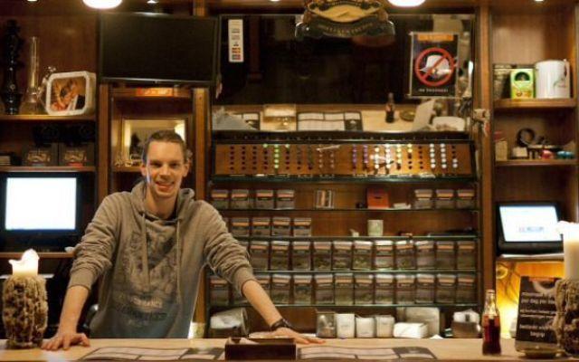 I 16 migliori coffeeshop ad Amsterdam In questo articolo il Ganjanauta cercherà di darvi una recensione generale di tutti i locali per fumare marijuana ad Amsterdam, meglio conosciuti come coffee shop. Amsterdam è una città magnifica, e #viaggi #amsterdam #marijuana