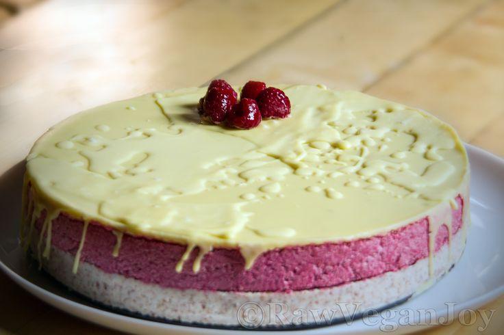 Raw Vegan Joy – Tort de zmeura cu ciocolata alba